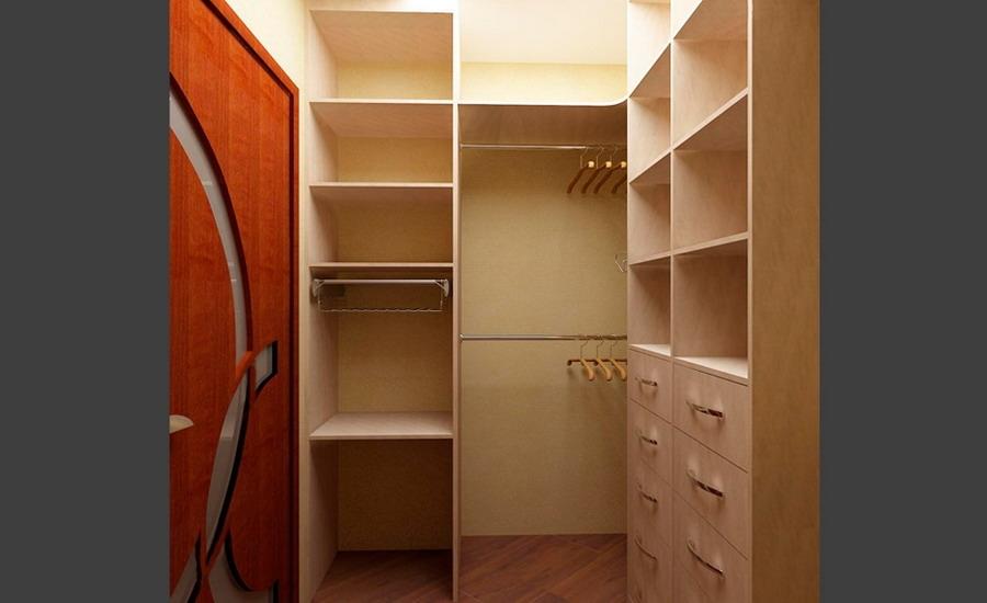 Как обустроить гардеробную комнату.
